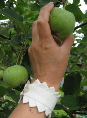 Armband i lin med fattigspetsar, vit