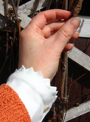 Cuff in linen and Poor man´s Lace