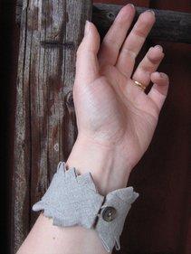 Bracelet in linen, Poor man´s lace