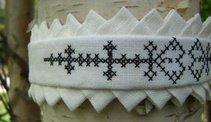 Halsband Fattigspets vit med svartstick