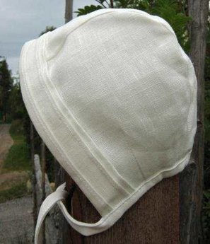 Bonnet with pleats